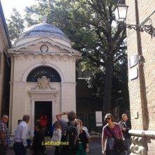 alla tomba di Dante a Ravenna