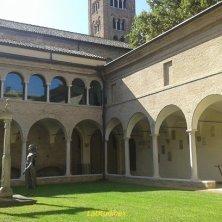 chiostro vicino tomba di Dante a Ravenna