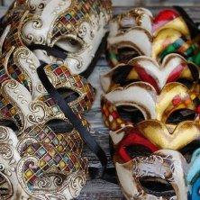 maschera in vendita