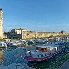 aigues-mortes port canal Carmargue