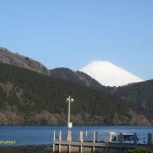 molo sul lago Hakone e Fuji