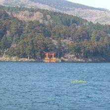 torii sul lago Kawaguchi Fuji