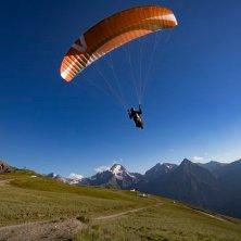 parapendio estate a Les 2 Alpes foto Monica Dalmasso