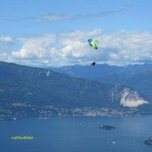 parapendio sul lago Maggiore