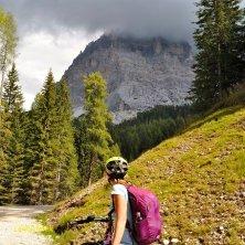 Ammirando il Pelmo dall'e-bike_fotoEVallarin