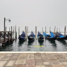 gondole Venezia misteriosa con la nebbia