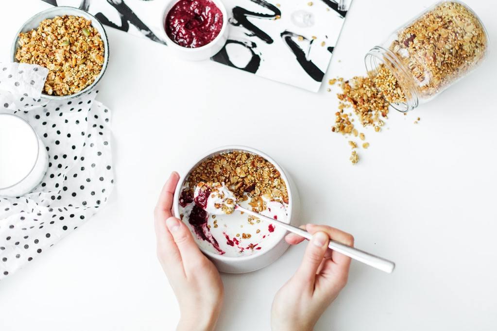 Desayuno cereales y yogur
