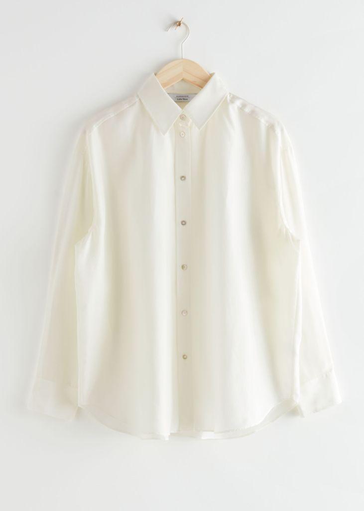 camisa blanca con pantalones negros
