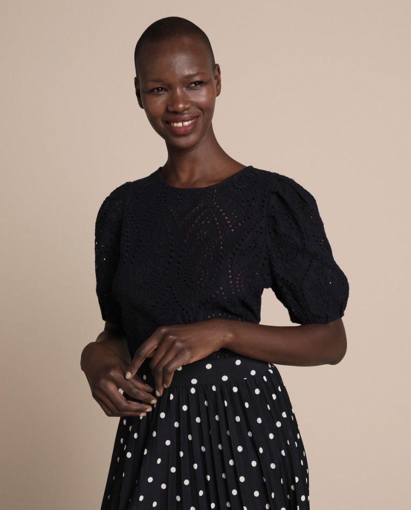 blusas que puedes comprar de algodón y troquelada de Woman El Corte Inglés