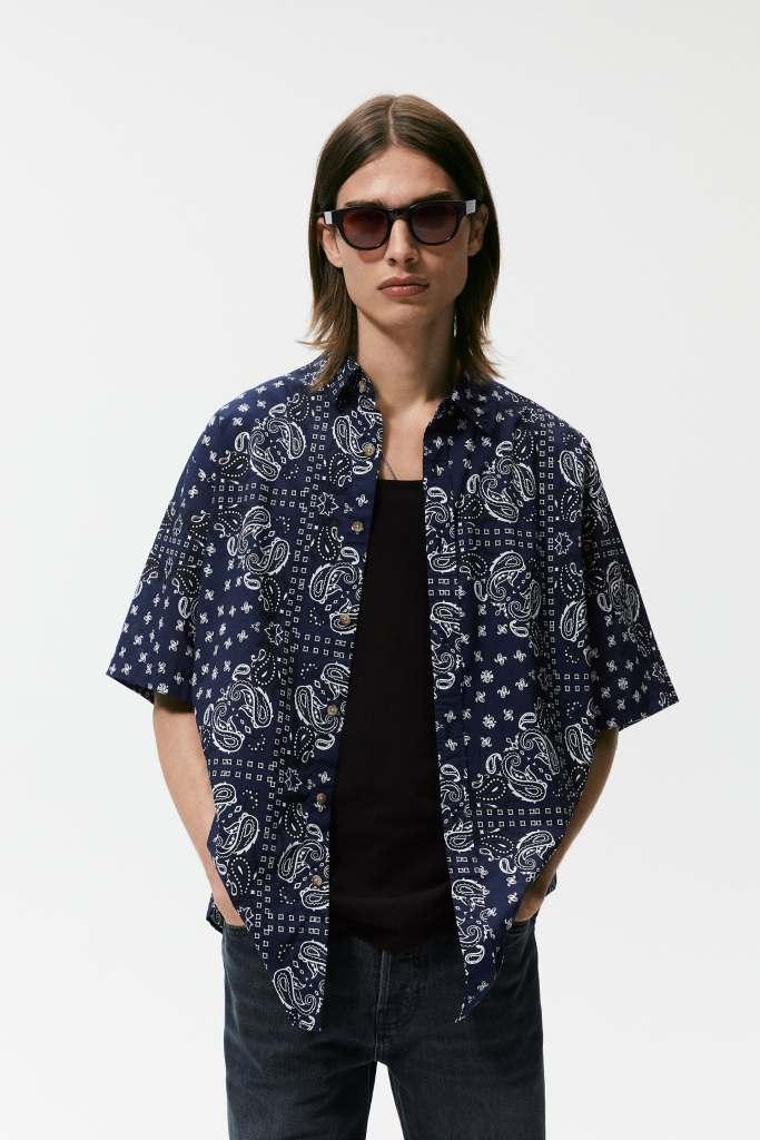 Camisas para un look relajado con estampado bandana de Zara