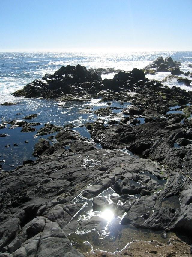 Immagine di scogliera e mare