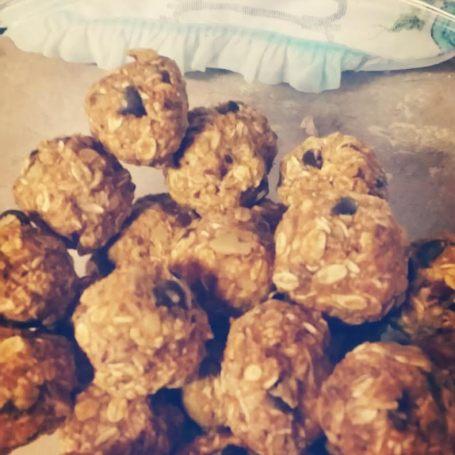 pumpkin chocolate oat balls