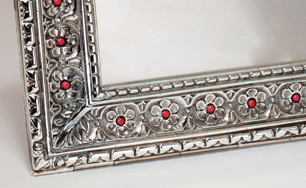 Harmony Coral: Italian Hand-engraved Picture Frame | Atelier and design Laura G