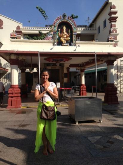 Adentro del templo... Atrás de mi Ganesh (si recuerdan mi fascinación por este Dios hindú)