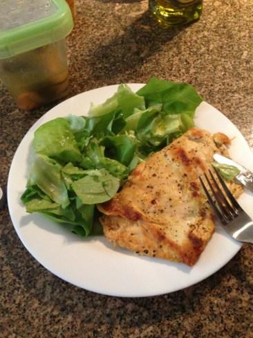 Como muy saludable... Pollo y ensalada!