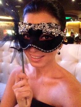 Todos los invitados con máscara