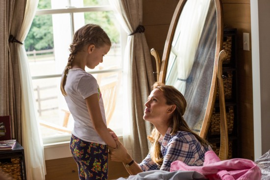 Christy (JENNIFER GARNER) and Anna (KYLIE ROGERS) in a very touching scene of Miracles from Heaven.