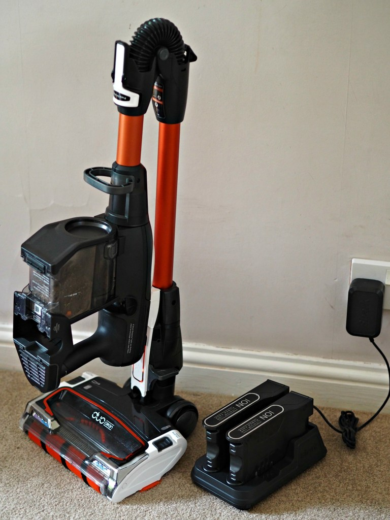 Shark Cordless Duo Clean IF250UK Vacuum Cleaner - bends for storage