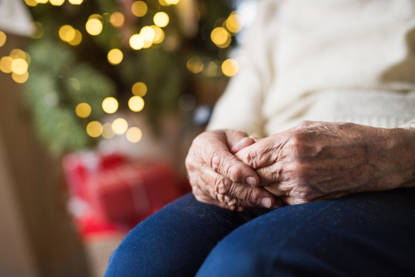 How to Help the Elderly Fight Loneliness this Christmas