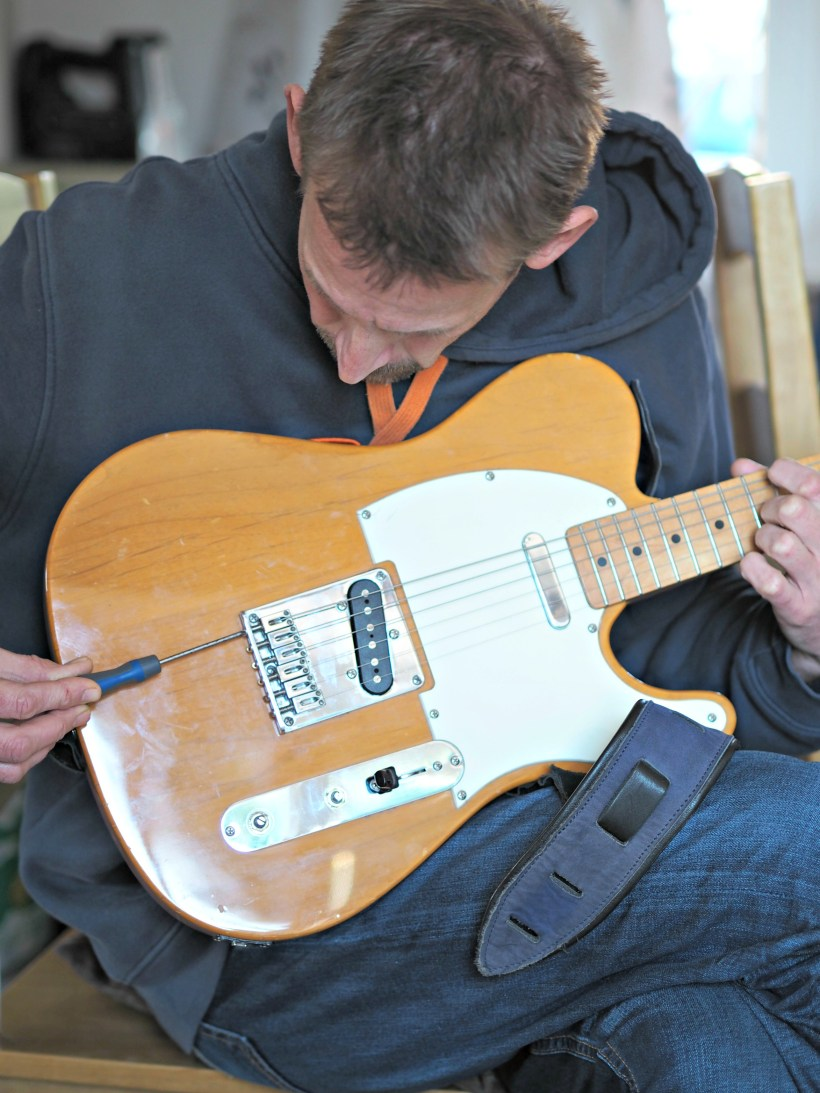 Renovating a Squier Telecaster (Part 2) - setting the intonation