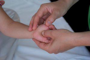 Abbassare la febbre ai bambini con il tuina pediatrico