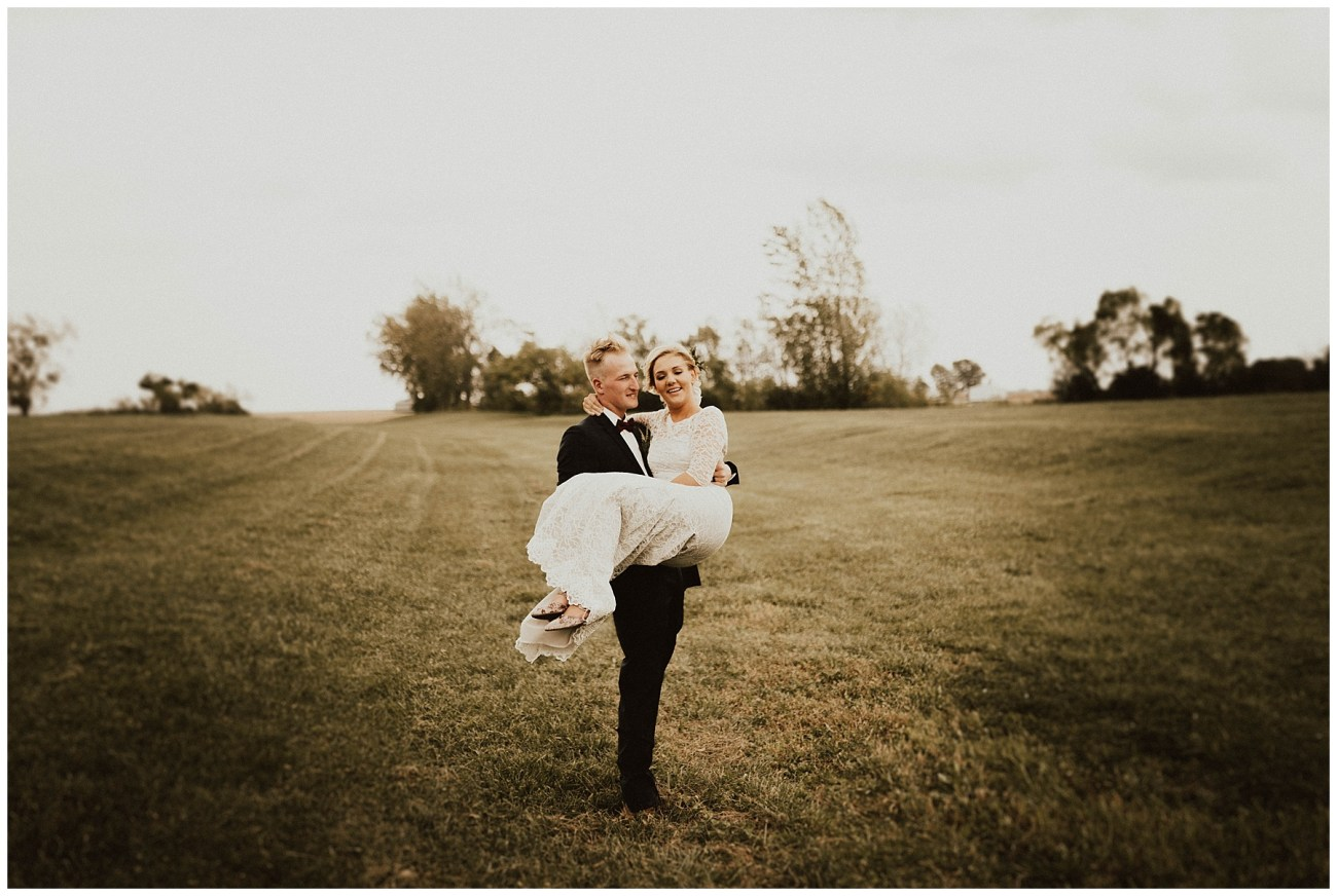 9345fdd80d Intimate Backyard Wedding - Lauren F.otography | Central Illinois ...