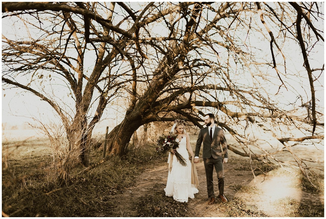 1c4b07c8697 Hannah + Brian    Christmas Cabin Wedding – Lauren F.otography