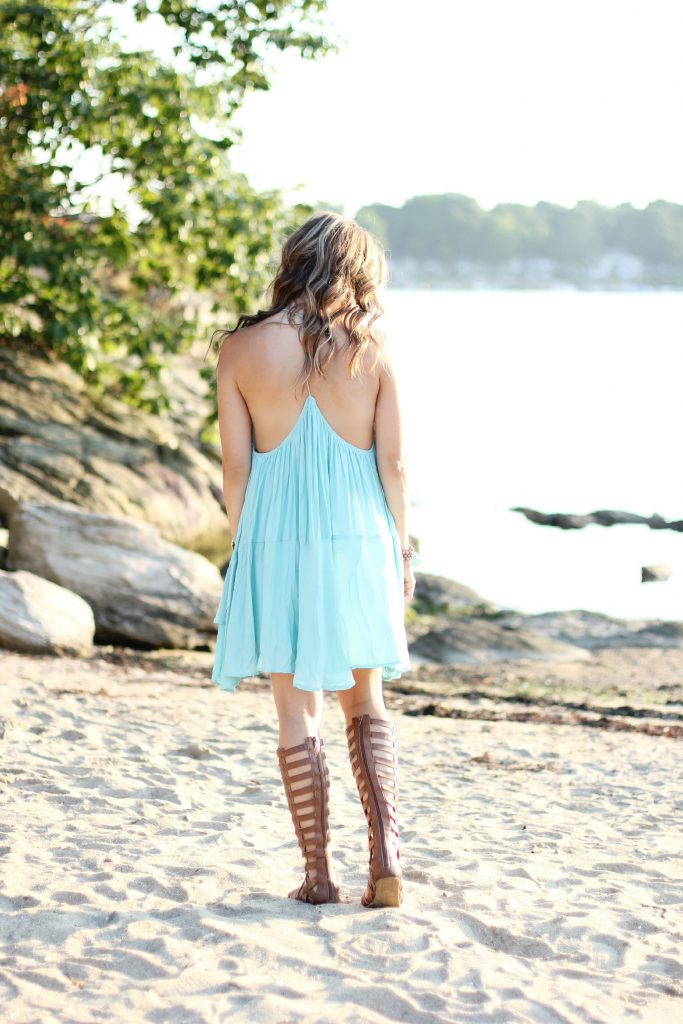 Bookmark this Maternity Fashion post! When it's super hot, this chiffon trapeze dress and gladiator sandals are a perfect maternity style pick!