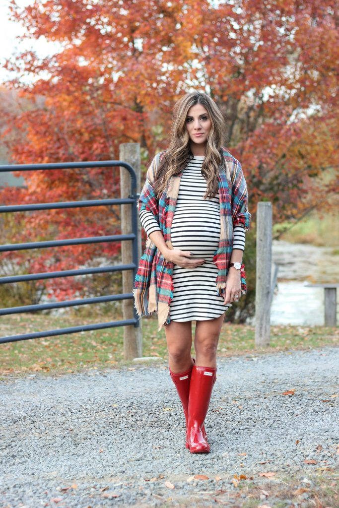 Bookmark this! Fall outfit must haves, fall maternity fashion, Hunter Boots, plaid blanket scarf