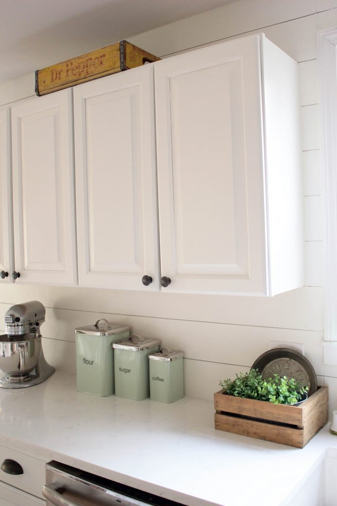 Save this! How to paint kitchen cabinets without going crazy: an easy guide that will take 3-4 days tops!