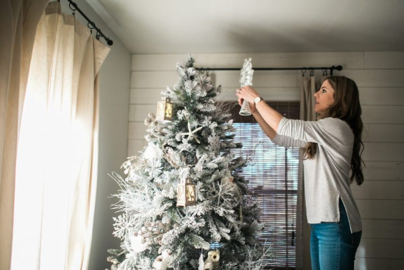 Simple tips on how to decorate a kid-friendly Christmas tree. Your tree CAN be beautiful and kid-friendly at the same time!