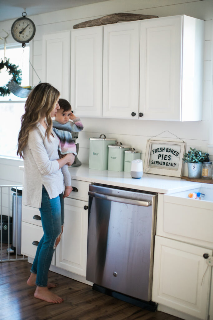 How Google Home helps keep mom life on track and makes your day a little easier! Anything to make us a little more organized is a good thing, right?