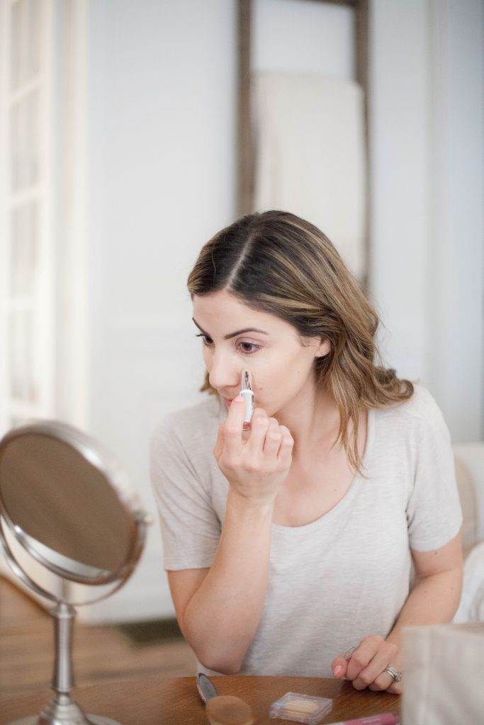 Check out this 5 minute mom makeup routine and how this concealer will keep your eyes looking less tired!