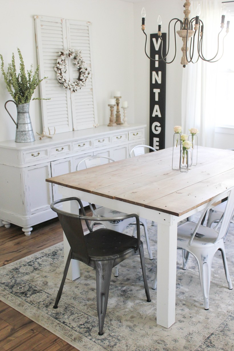 STOP what you're doing, and check out this beautiful spring cottage dining room!
