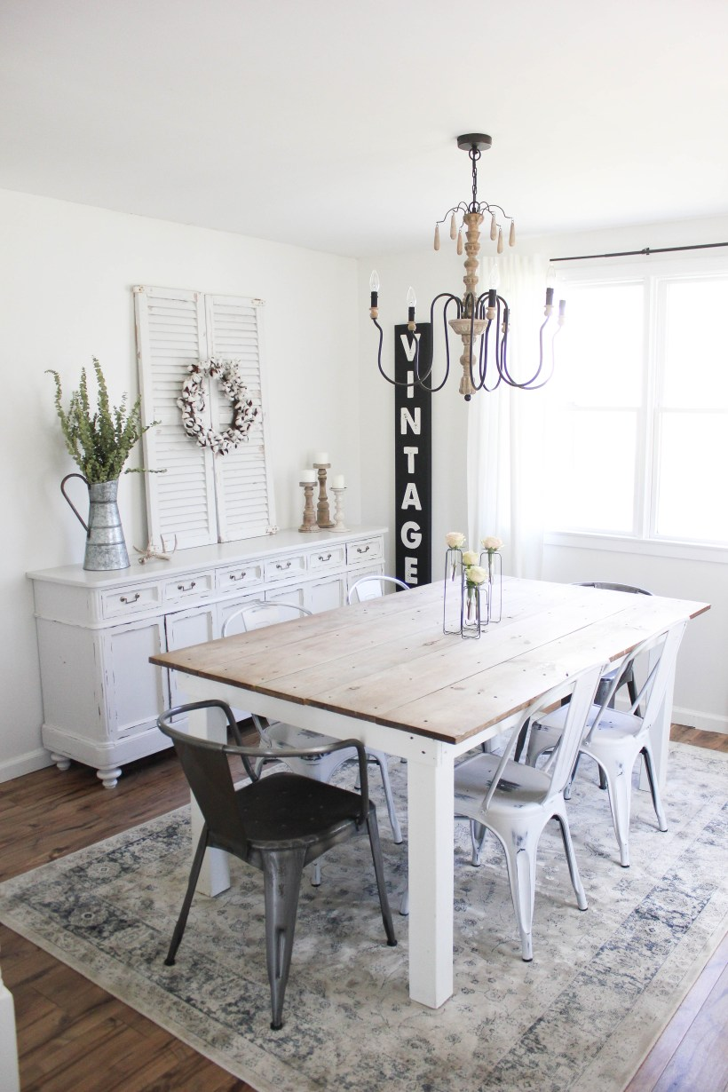 This spring cottage dining room is simple and bright, perfect for the change of season!