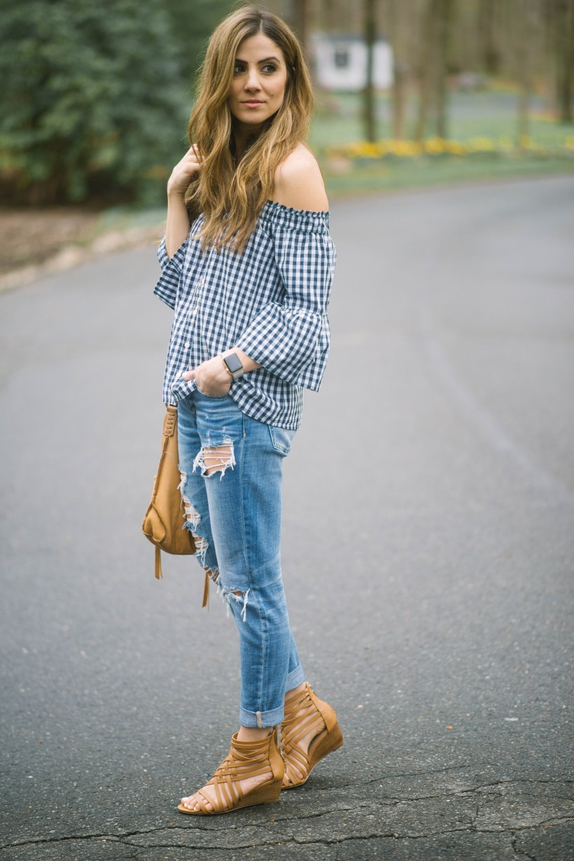 Simple tips for How To Style Boyfriend Jeans for any body type, including the best shoes to wear them with to accentuate your frame!