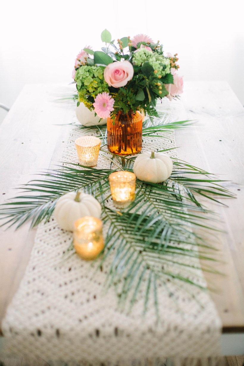 Entertaining, but pressed for time? Life and style blogger Lauren McBride shares a Five Minute Tablescape that creates a gorgeous table setting in a pinch!