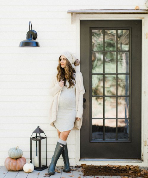 How to Style a Maternity Dress for Fall