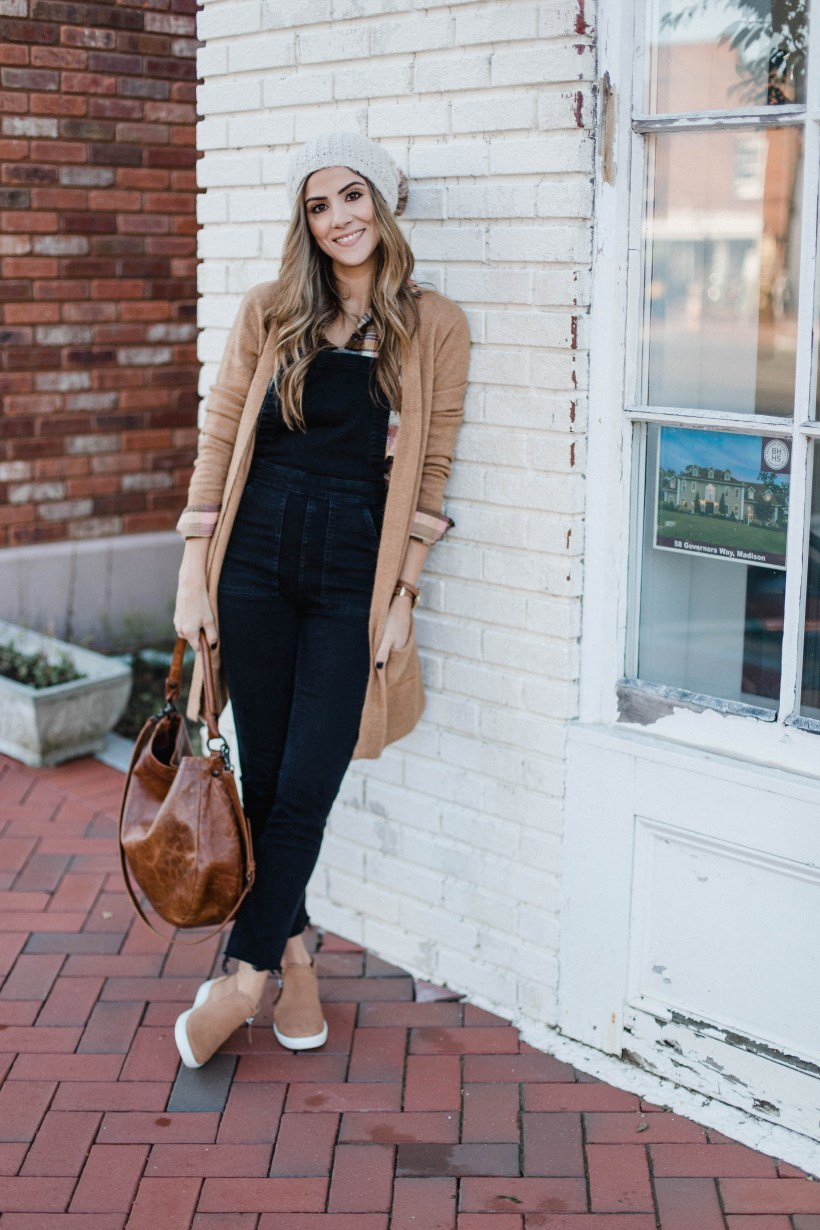 Connecticut life and style blogger Lauren McBride shares the best casual sneakers for comfort - an investment shoe for your wardrobe if you're looking for a high quality, long lasting par of sneakers.