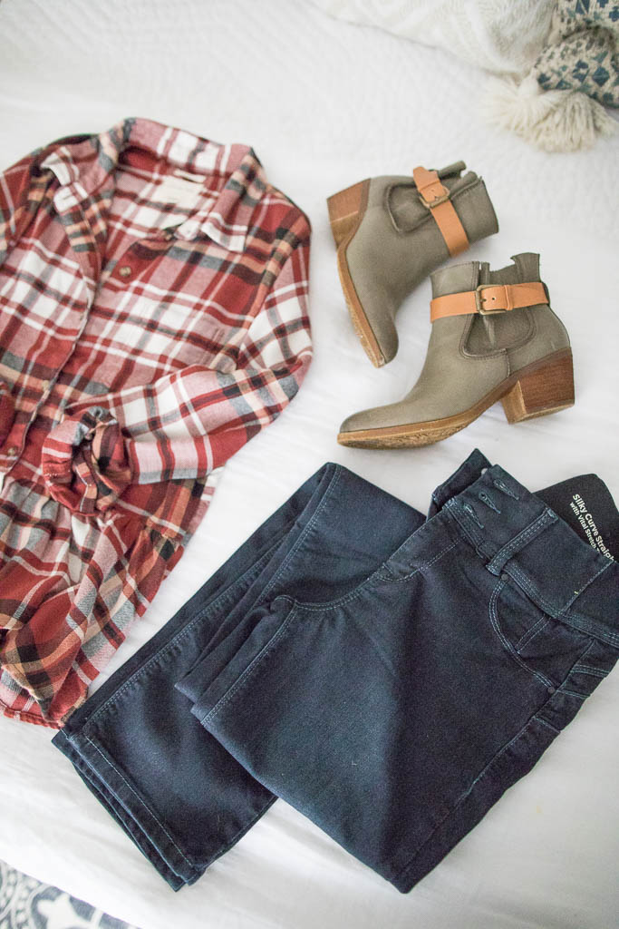 Connecticut life and style blogger Lauren McBride shares her five fall wardrobe essentials including clothing, shoes, and accessories.