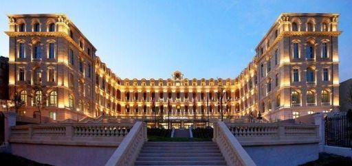 Laurent Delporte - InterContinental Marseille - Hotel Dieu - Le batiment depuis l'entree