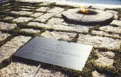 Das Grab von JFK auf dem Nationalfriedhof Arlington.