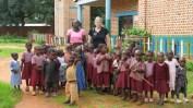 """""""Hier habe ich Sachspenden für eine Bekannte zu einem Kindergarten nach Hanga gebracht."""""""