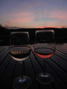 Sonnenuntergang mit Wein für zwei