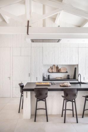 cuisine-blanche-pierre-noire