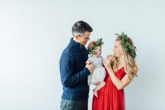 Modern Minimal Holiday Family Photos