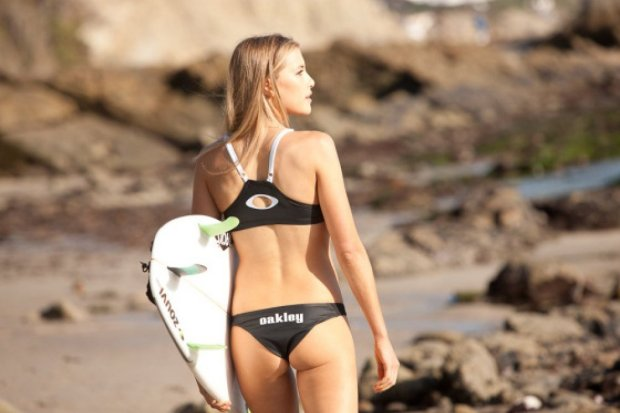 Erica Hossein, surf