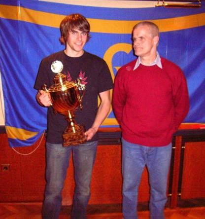 Pokalgewinner Bruno Gärtner, TuS Rotenburg zusammen mit Kreis-Jugendwart Herbert Kleyer, Rotenburg