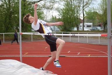 Nils Allers von der LAV Zeven beim Hochsprung. Im Vierkampf der Schüler A (M 15) sicherte er sich den dritten Platz in der Gesamtwertung.