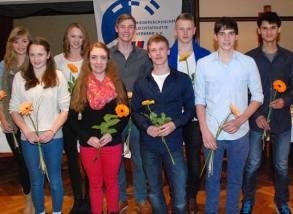 DLV-Bronze-Leistungsnadel für Kevin Lembach (steht ganz rechts)